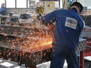 Entgraten, Schleifen, Feilen, Bohren, Metallbau, Stahlbau, Fertigungstechnik