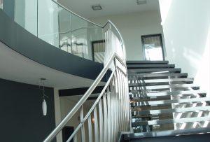 Geländer, Treppen, Nurglasgeländer, Stahlgeländer, Nirosta- und Messinggeländer, Drahtseilgeländer